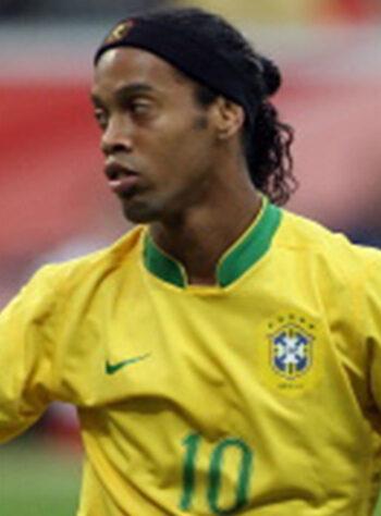 Ronaldinho-Brasil-2006-350x474